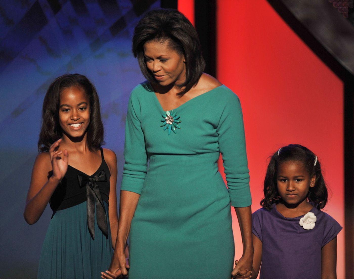Sasha Obama And Joe Biden S Granddaughter Maisy Hit The Beach In Miami Sasha Obama Michelle Obama Malia And Sasha