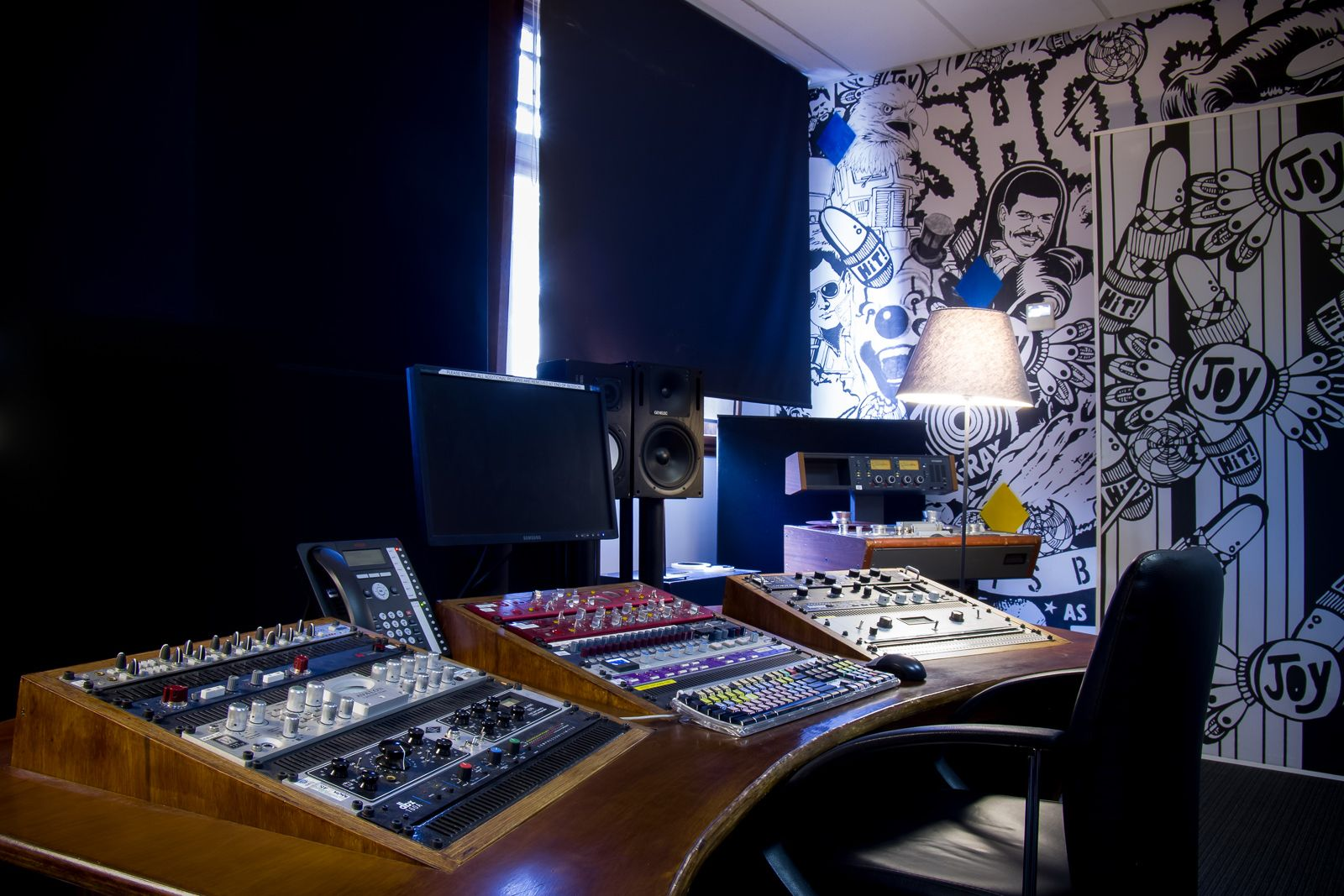 Studio 6 | Studios 301 Sydney is the largest of the 301 group of studios, comprising of two large-format recording studios, 11 production studios, three mastering rooms and two workshops, with a roster of engineers and producers working in most music genres.