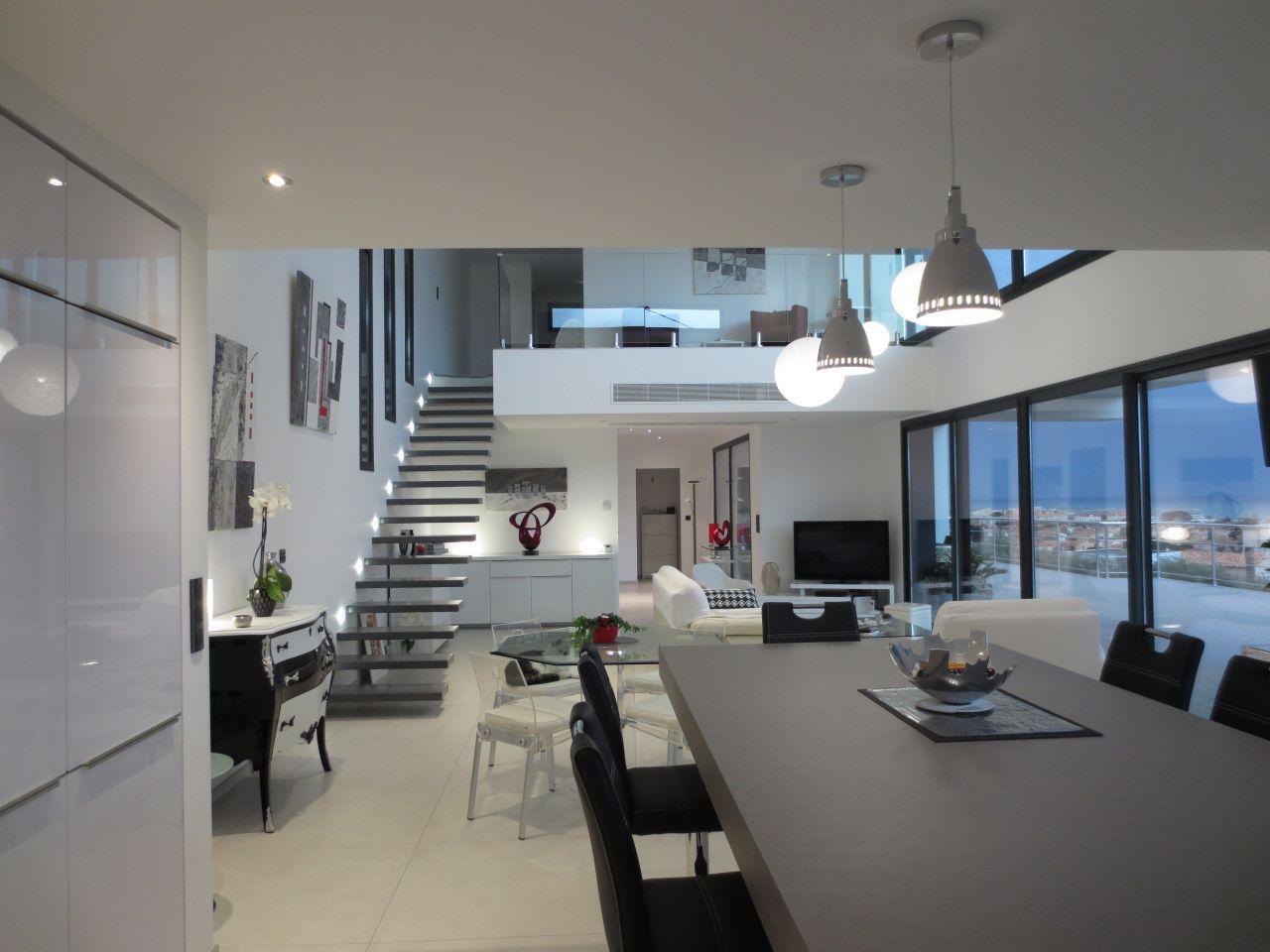 La pi ce vivre maison contemporaine toit terrasse par - Deco salle a manger contemporaine ...