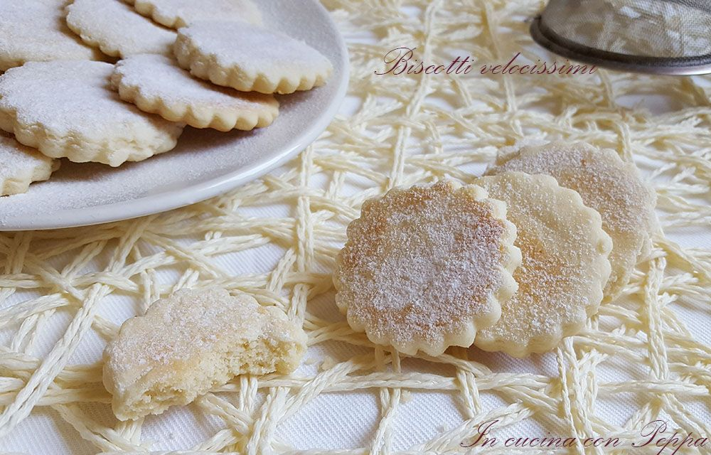 I biscotti con cottura veloce si preparano in 5 minuti grazie alla cottura con microonde e se non l'avete sono deliziosi anche con cottura tradizionale...