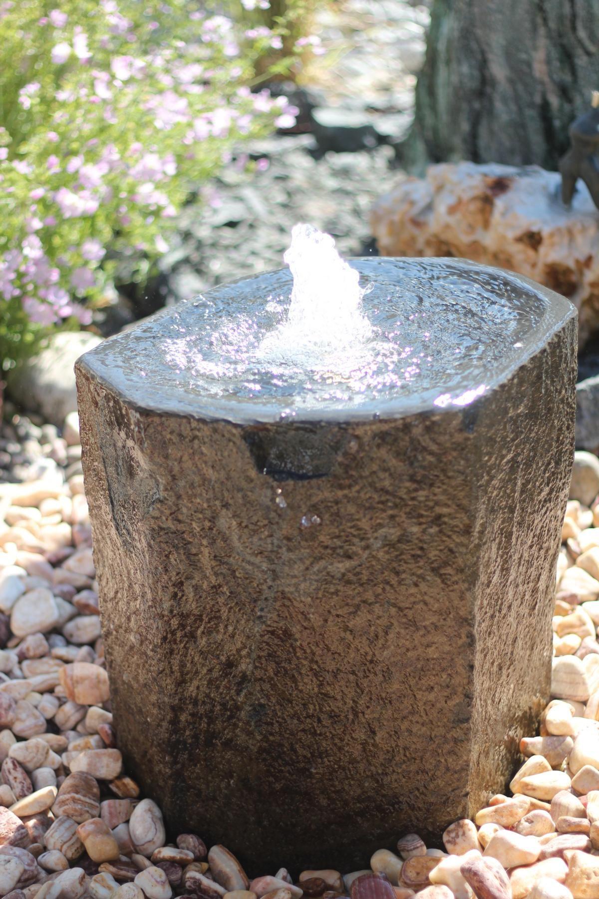 wasserspiel brunnen naturstein quellstein basalt wasser im garten ausstellung. Black Bedroom Furniture Sets. Home Design Ideas