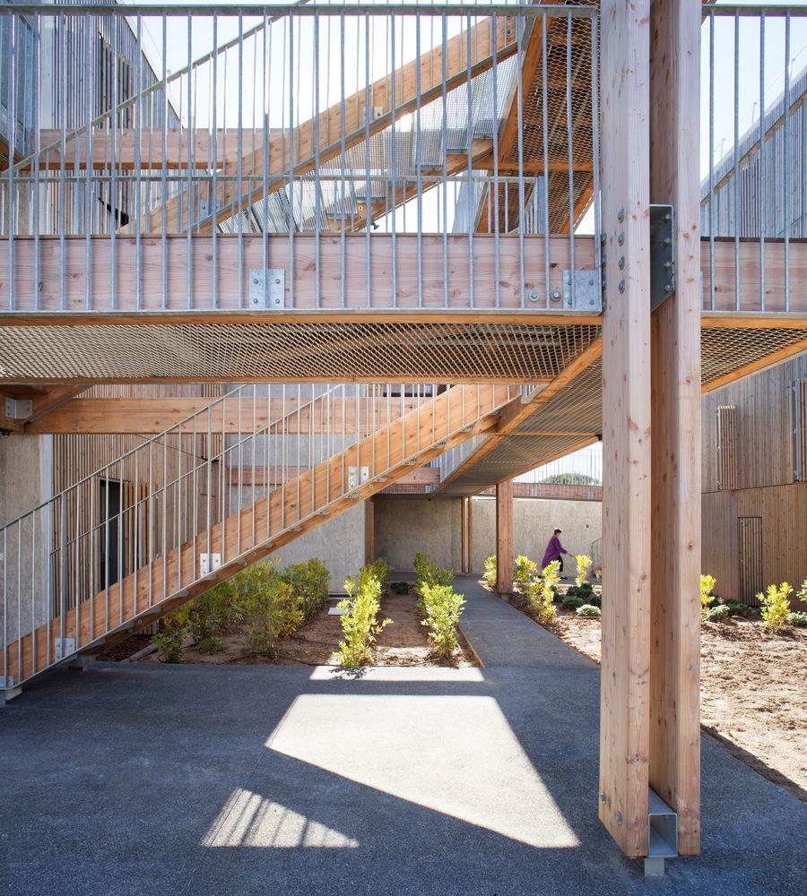 gallery of social housing shops in mouans sartoux comte vollenweider 35 konstrukcje. Black Bedroom Furniture Sets. Home Design Ideas