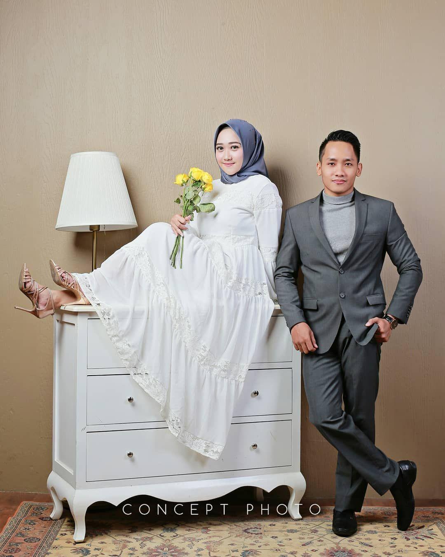 60 Foto Prewedding Indoor Studio Casual Simple 2019 Studio Foto Pernikahan Pengantin
