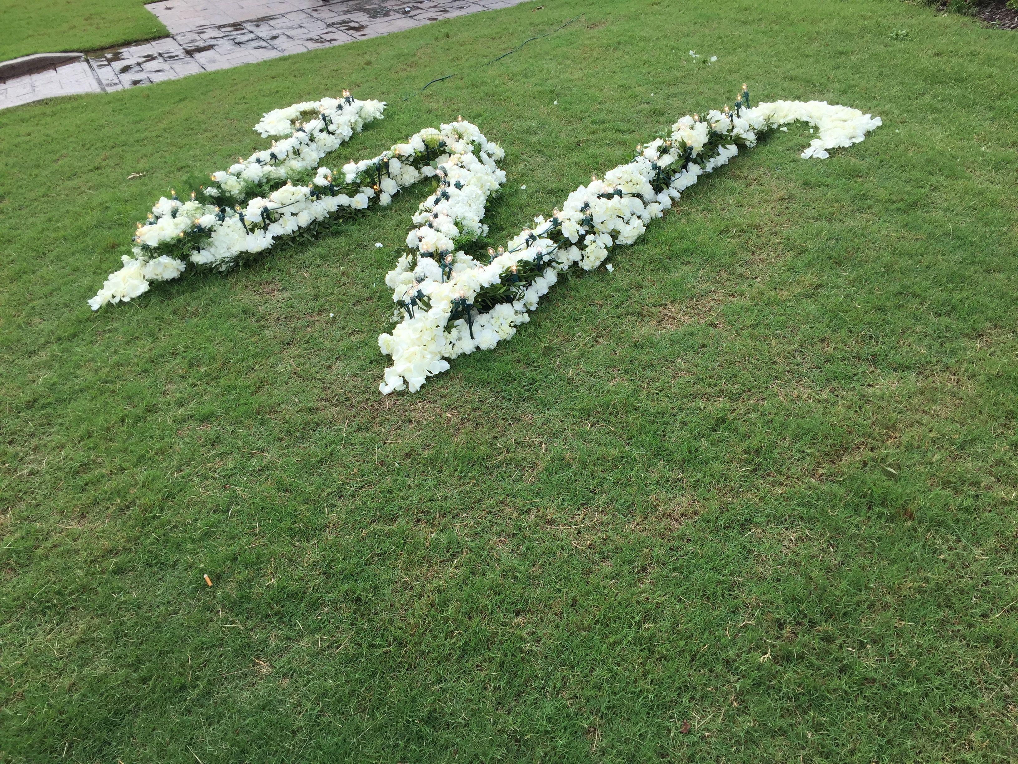 Floral arrangement // Rustic outdoor wedding venue in ...