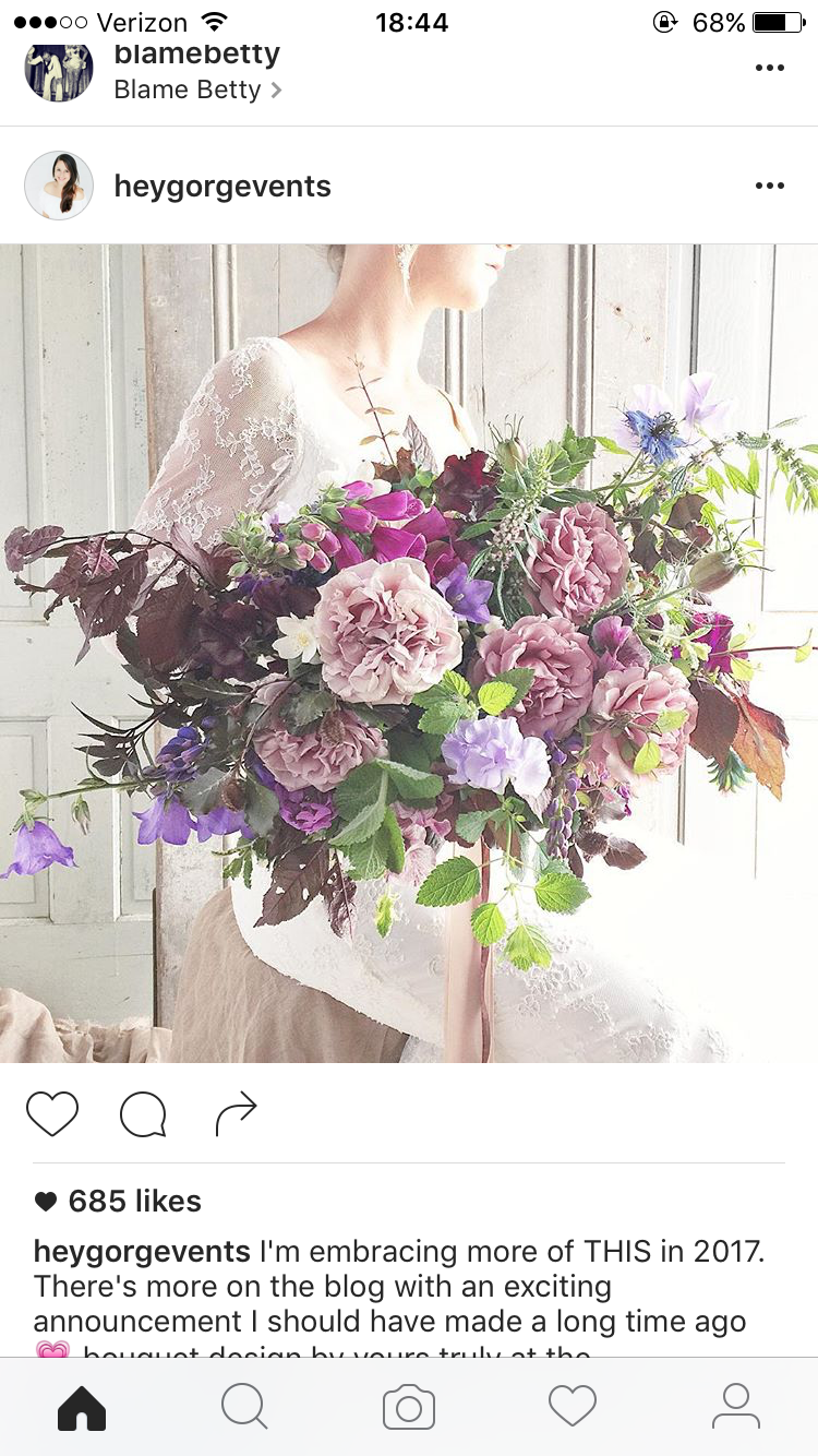 I like how the bouquet isn't round and uniformed