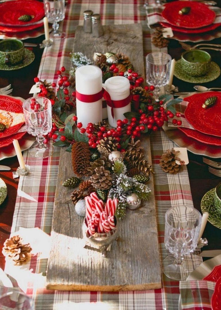 Decorations De Noel A L Americaine 57 Idees Traditionnelles En Rouge Et Vert Decoration Table De Noel Deco Table Noel Table Noel Rouge Et Blanc
