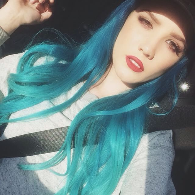 11 Photos Of Halsey S Rainbow Hair From Blue To Pink Halsey
