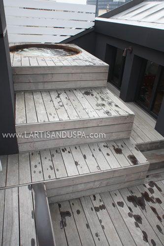 Jacuzzi en bois sur toit-terrasse à Paris, avec terrasse en Ipé en