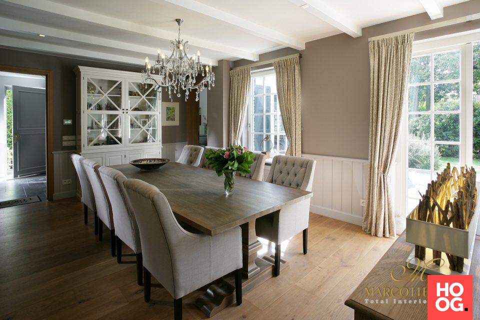 Luxe eettafel met meubels landelijke stijl eetkamer design
