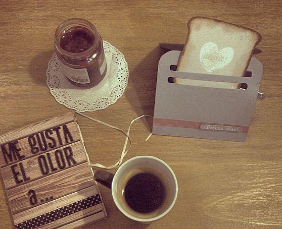 Me gustan los desayunos con olor a pan tostado... Tarjeta -tostadora de scrap para desear los buenos días by Sweet Villi design.