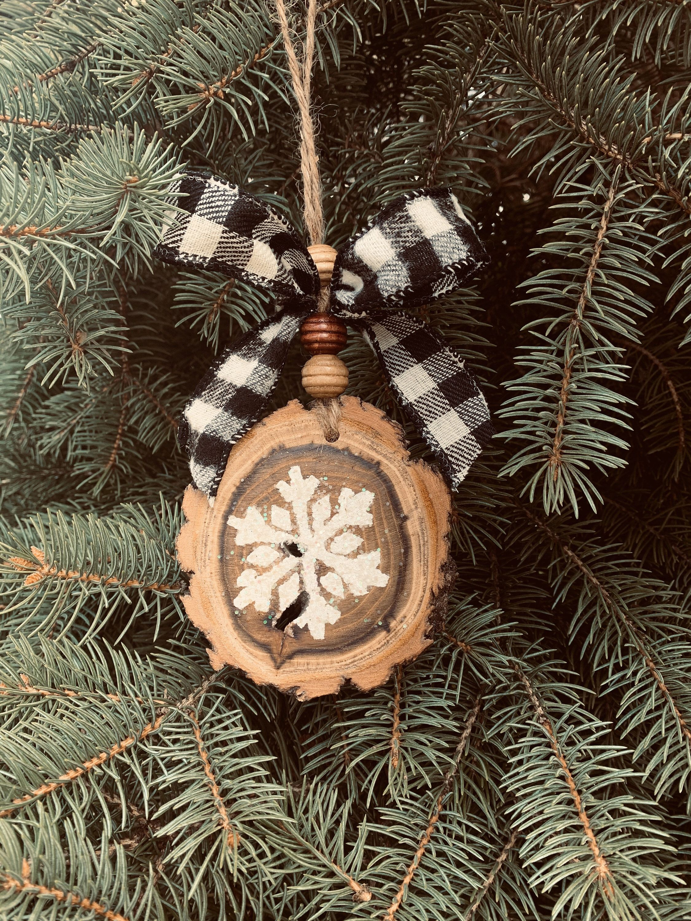 Wood Slice Christmas Ornament Rustic Decor Farmhouse Etsy In 2020 Farmhouse Christmas Ornaments Wood Christmas Ornaments Christmas Ornaments