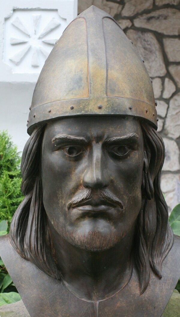 Leif Erickson bust now owned by the Sons of Norway Lodge, Ballard, Seattle, Washington   Made by August Werner.