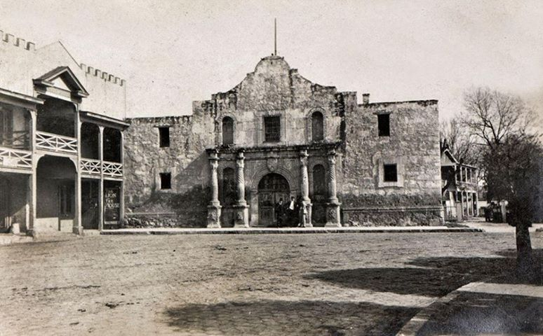 The Alamo in 1906 http://www.pinterest.com/thunderinthewat ...