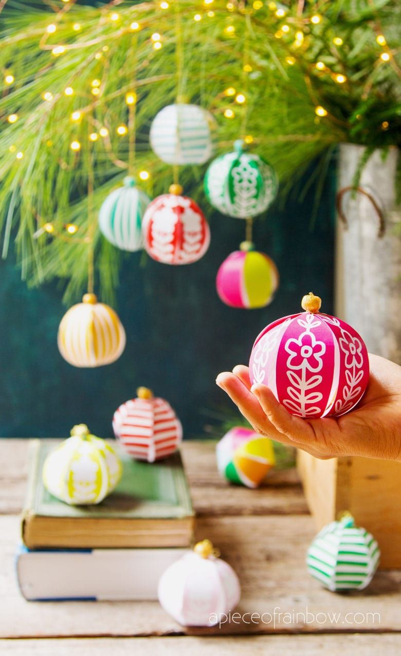 Beautiful DIY Paper Christmas Ornaments in 5 Minutes