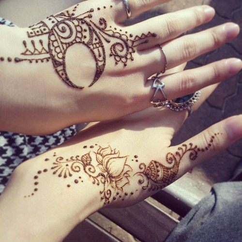Mehndi Like Tattoo : Moon henna tattoo designs are getting more