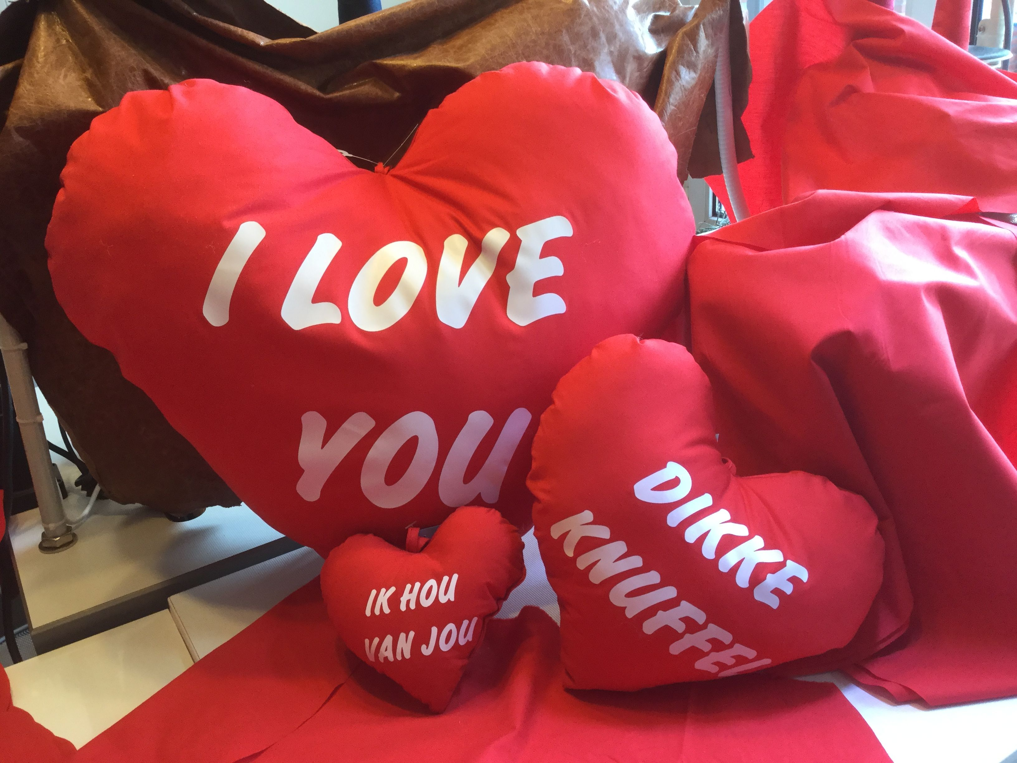 Zeer mooie kussens voor Valentijn  van 1 tot 100 of duizend stuk alleen voor bedrijven of winkel  met btw nummer