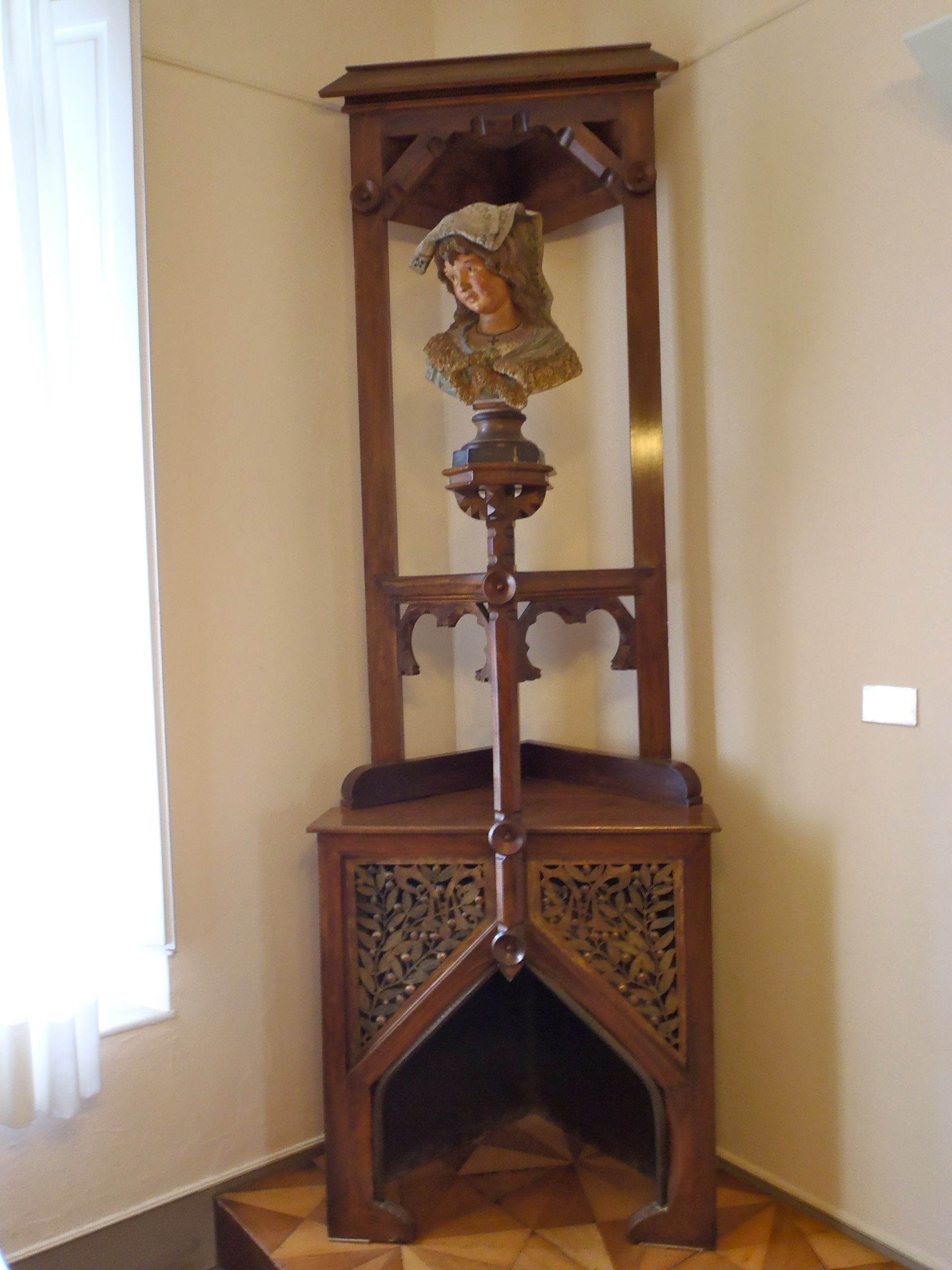 Mueble Dise O De Antoni Gaudi En Su Casa Museo En El Parque G Ell  # Muebles Dip Casa