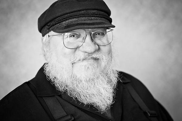 """Så kom jeg endelig i gang med """"Game of Thrones"""". Den er så fantastisk, at jeg bare gerne ville ligge i en hængekøje de næste 14 dage!!!"""