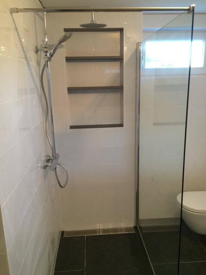 Douchwand Glas - Badkamer Hilversum met nis in muur - Timmer- en ...