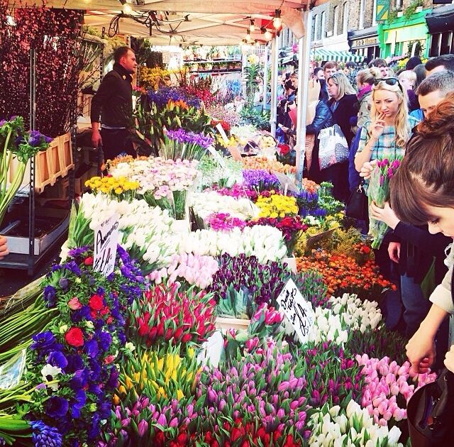 Columbia Road Flower Market Is Packed But So Worth It Buy Beautiful Fresh Flowers Have Lunch At One Of The Many Eateries And Columbia Road Flower Market Flower Market London Market