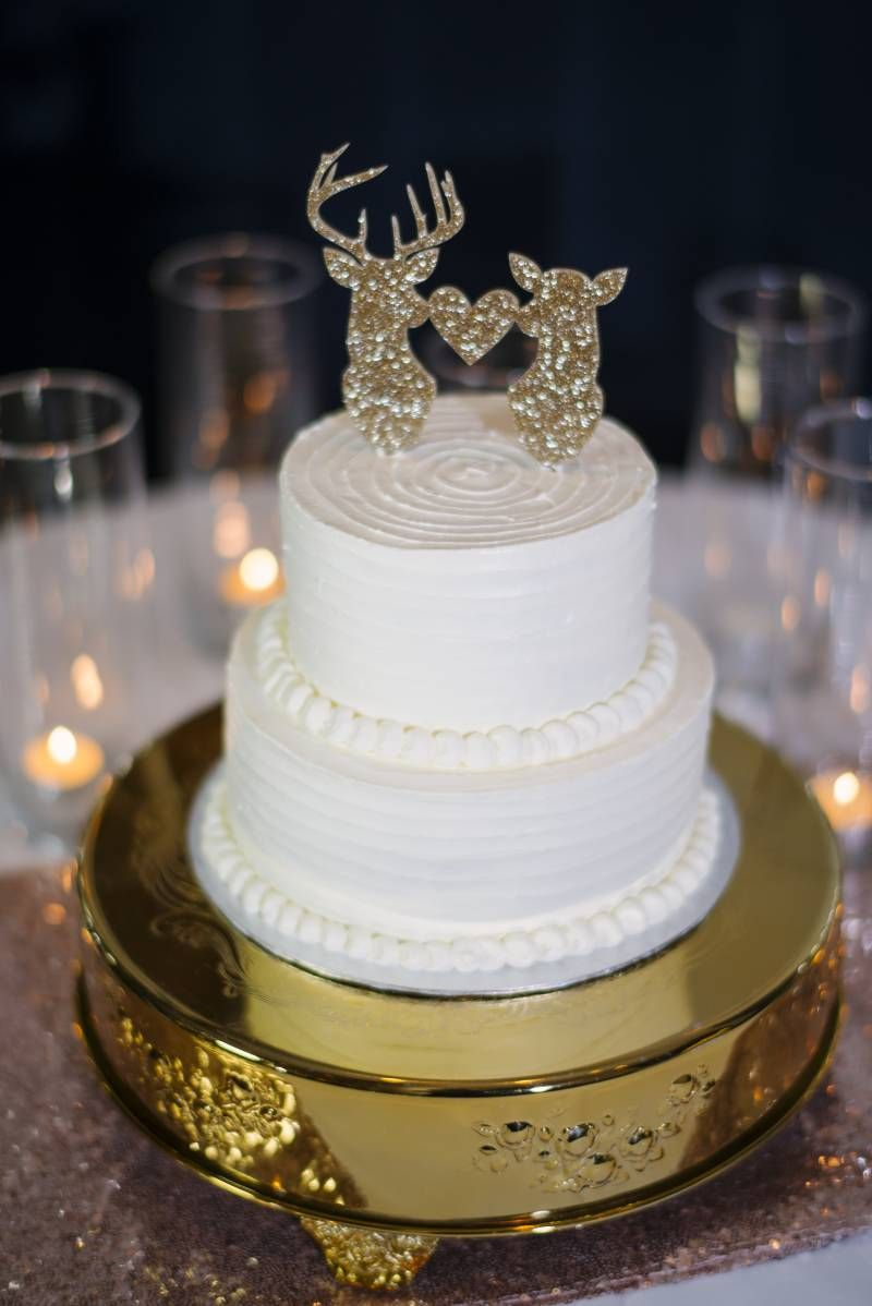 Wedding decorations using pallets october 2018 White Wedding Cake with Gold Details  Wedding Colours Gold  Pinterest