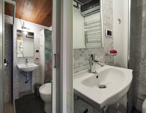 Idee Für Kleine Und Moderne Badezimmer Mit Mosaik In Weiß Und Grau,  Holzdecke Und Dusche