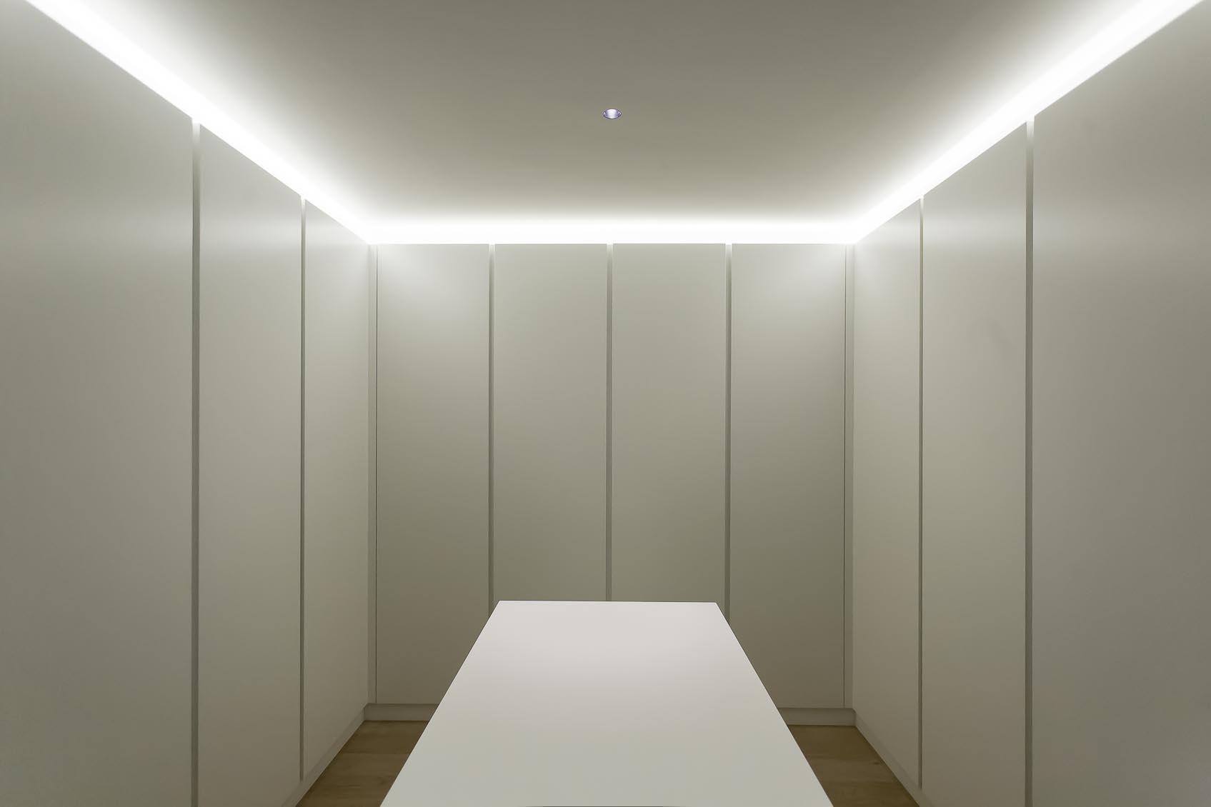 indirecte led verlichting in dressing room - Verlichting | Pinterest ...