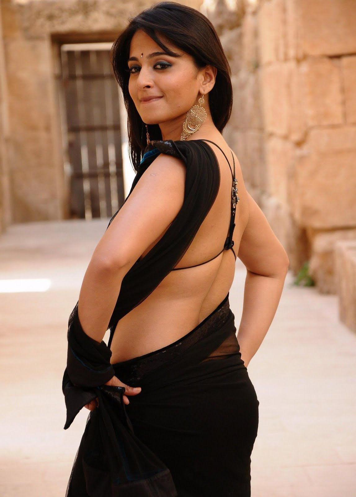 Discover Anushka Shetty Hot Pics In Saree Anushka Shetty Hot Photos Anushka Hot Images Anushka Hot Pics Anushka Shetty Pics