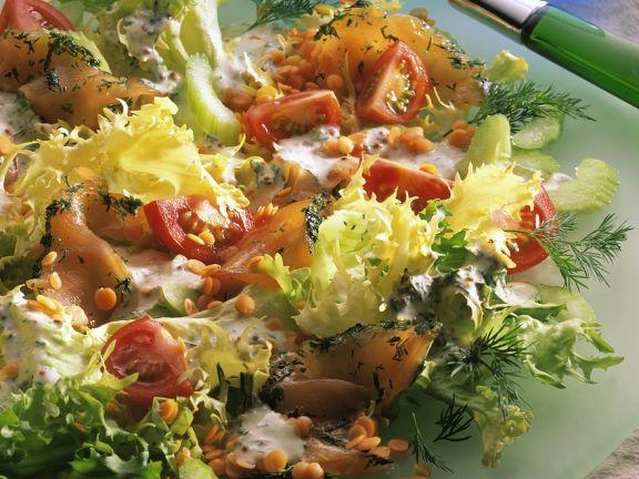 Salat mit Graved Lachs ist ein Rezept mit frischen Zutaten aus der Kategorie Meerwasserfisch. Probieren Sie dieses und weitere Rezepte von EAT SMARTER!