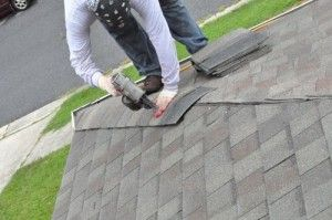 How To Shingle A Roof 90 Pics Pro Tips Recommendations Roof Repair Hip Roof Roofing