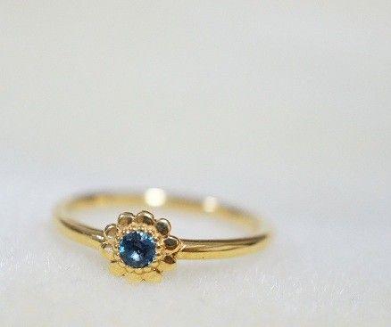 ☆お値下げしました Tiny Flower Ring(ロンドンブルートパーズ 12号)☆小さなお花の中心に、約3ミリほどのカラーストーンを埋め込んだ人気のフラ...|ハンドメイド、手作り、手仕事品の通販・販売・購入ならCreema。