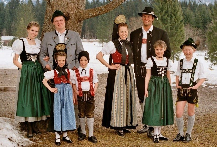 FolkCostume&Embroidery: Overview of the Folk Costumes of Germany