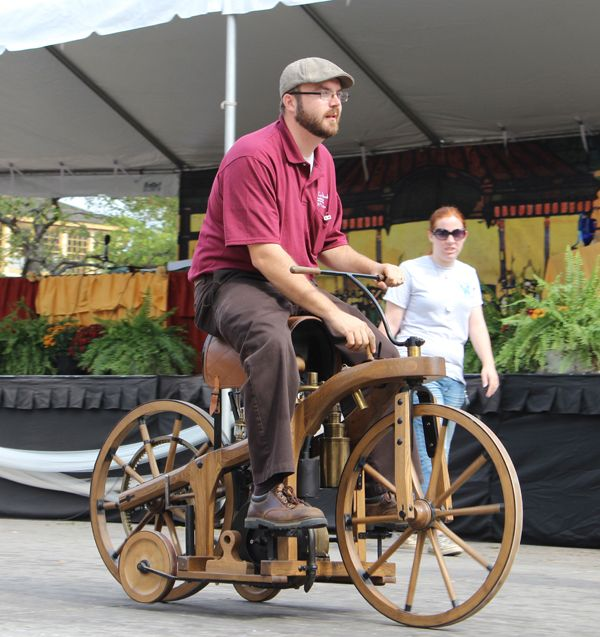 Daimler motorized bicycle. Would be so fun to build one of these. Now, how do you get the Gov to license it?