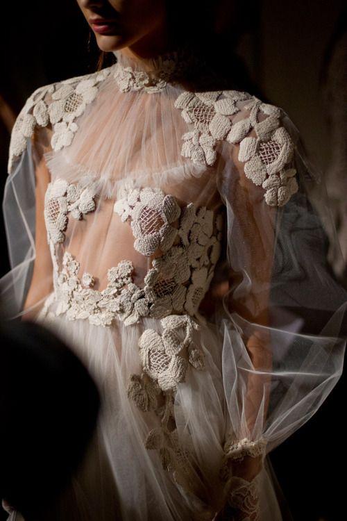 Encaje // Lace: Valentino un mago de las transparencias en vestidos ...