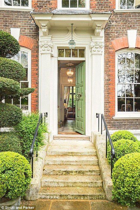 Former New York mayor Michael Bloomberg buys £17m Chelsea mansion ...