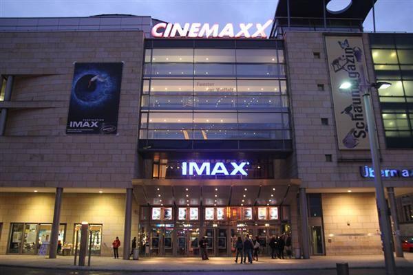 (Cinemaxx 2013/2014, Bremen, unter anderem 22-monatiges:)) Wir waren zwar bis jetzt noch nicht so oft im Kino, aber das kann sich ja noch ändern;*. Es gibt zwar wieder kein Bild von uns, da wir keins gemacht haben:0, aber den Film Maleficent mit dir zu gucken war sehr schön und deswegen möchte auch diesen Tag hier in Erinnerung halten;*  PS: Eine Toilette auf dem Cinemaxx verbirgt mehr Besonderheiten, als man so denkt;* haha
