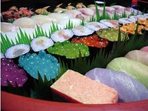 にゅーすアルー! : 中国の寿司がカラフル過ぎてヤバイ・・・