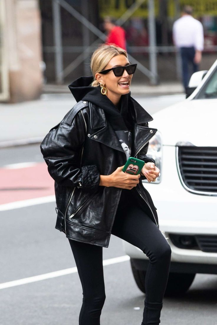 What to Wear With Black Jeans In 15 Celebrity-Approved Outfits | I AM & CO