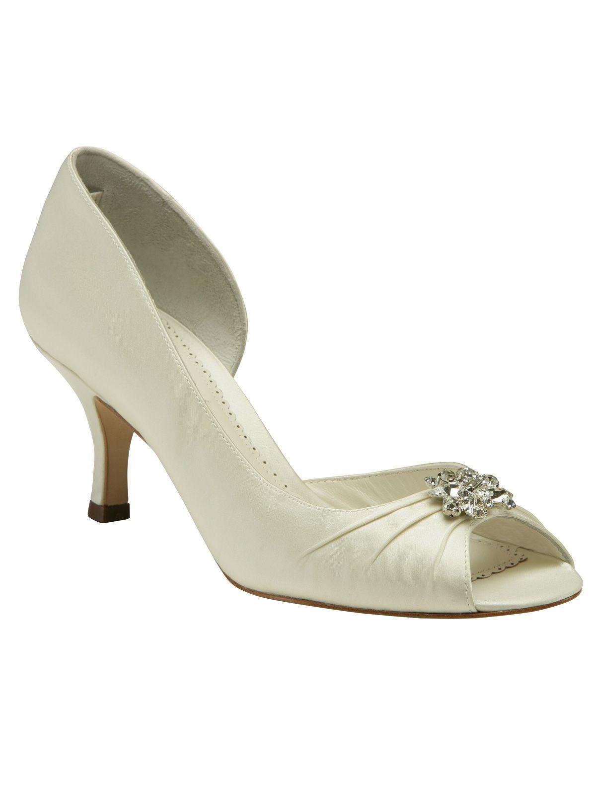 6fe8da6af4b The classic antique inspired wedding shoe