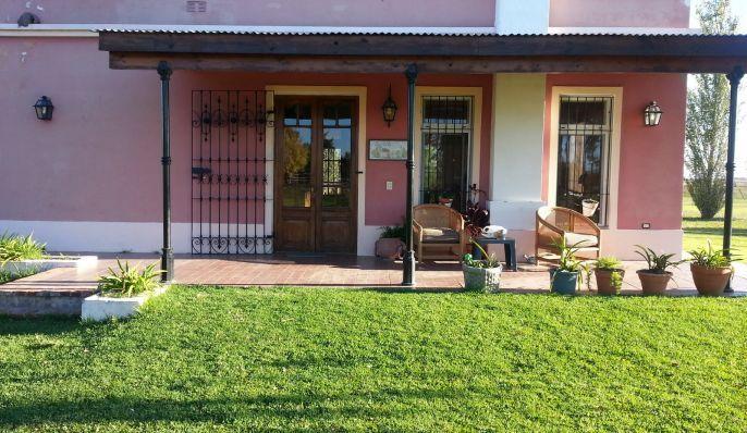 La adela casa de campo en san antonio de areco arquitectura y decoraci n de interiores - Porches de casas de campo ...