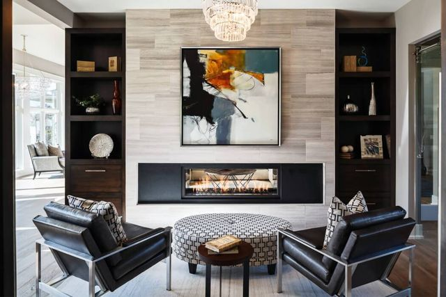 Merging traditional and contemporary design, Visbeen Architects completed Cicero, an eye-catching transitional-style home in Grand Rapids, Mich. The project was built in collaboration with Falcon Cust