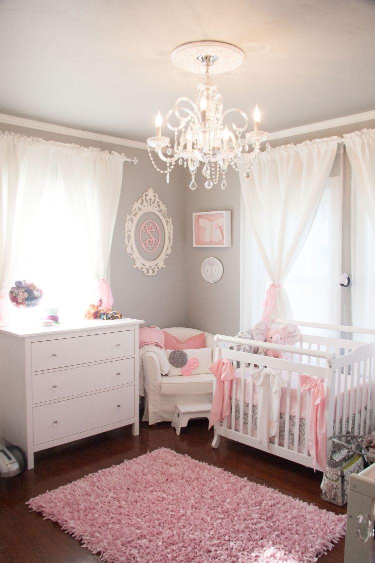 schönes babyzimmer grau rosa shabby chic stil kronleuchter ...