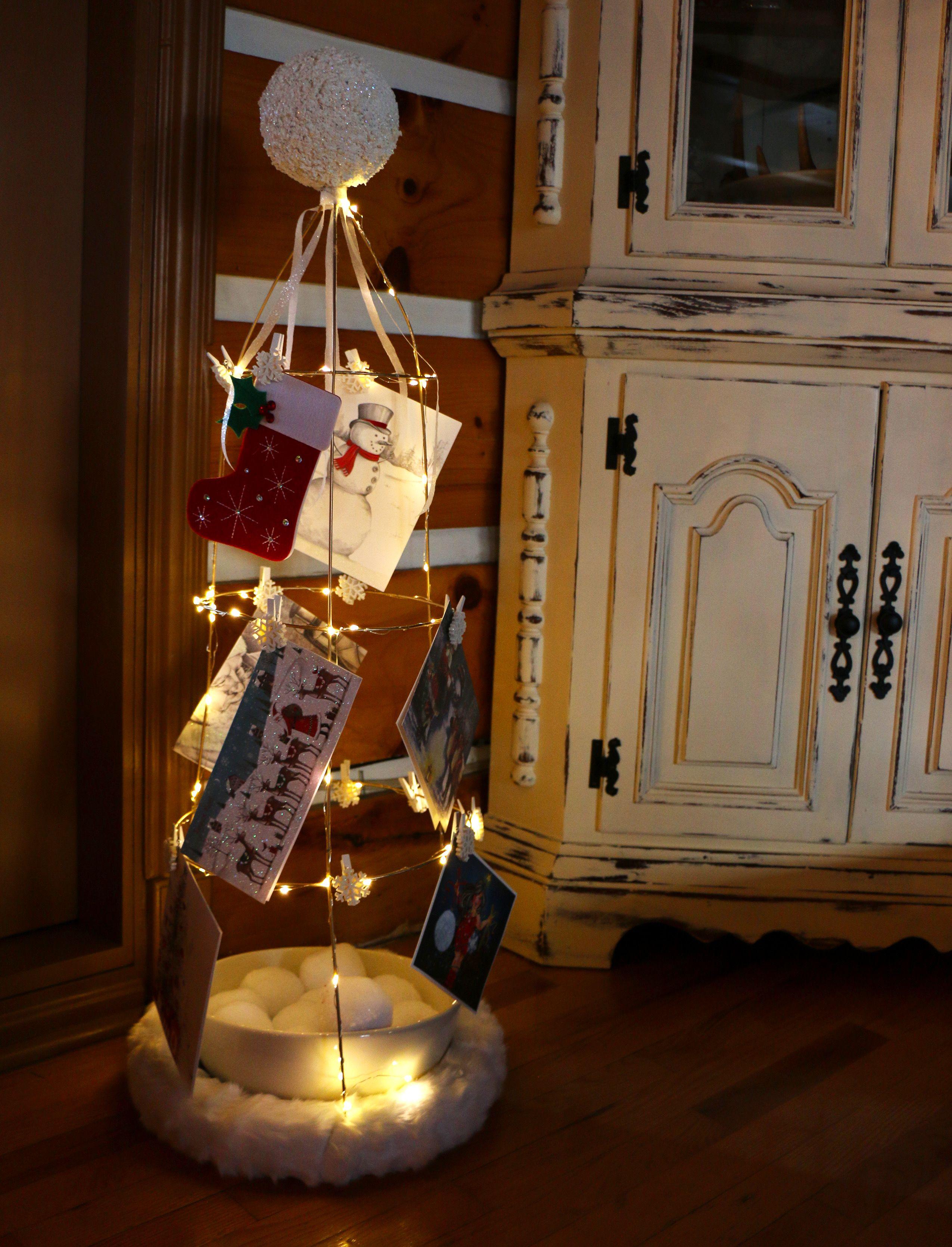 Support de cartes de Noël fait avec un support à tomates
