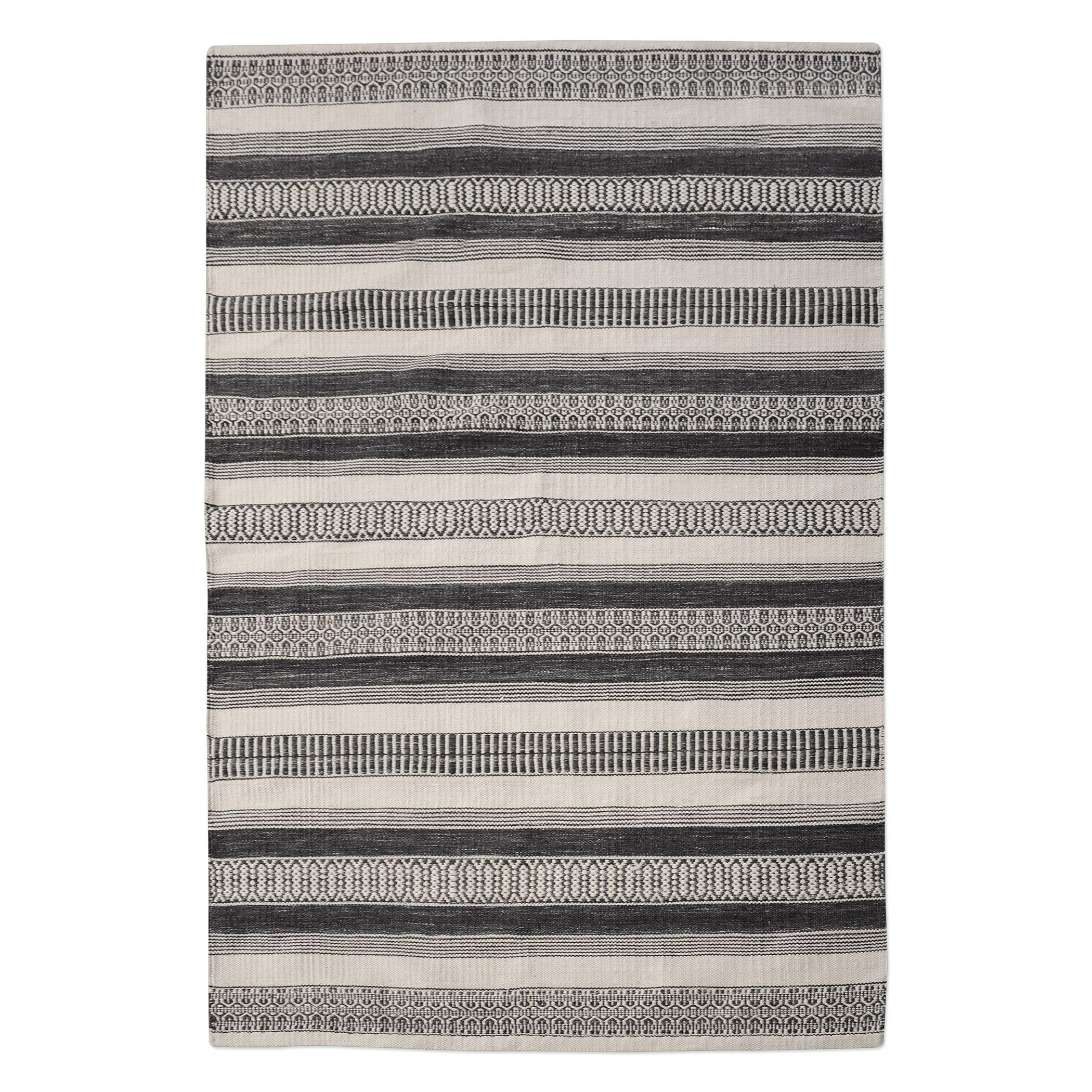 This Hand Woven Indoor Outdoor Rug Uses A Fiber Made From Recycled Plastic Know As Polyethylene Terephthalate This Desig Rugs Area Rugs Outdoor Rugs