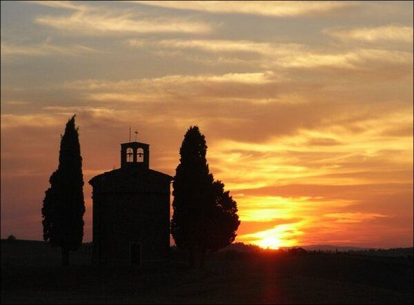 Just a (charming) sunset in Tuscany