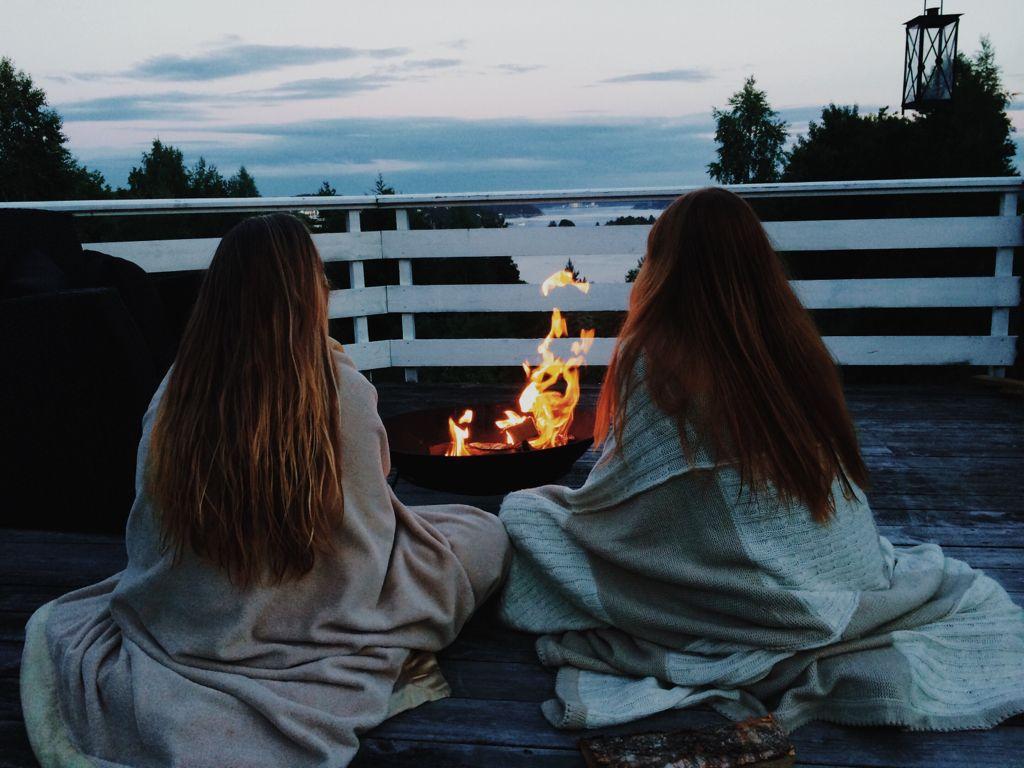 Картинки на аву подруги ночью
