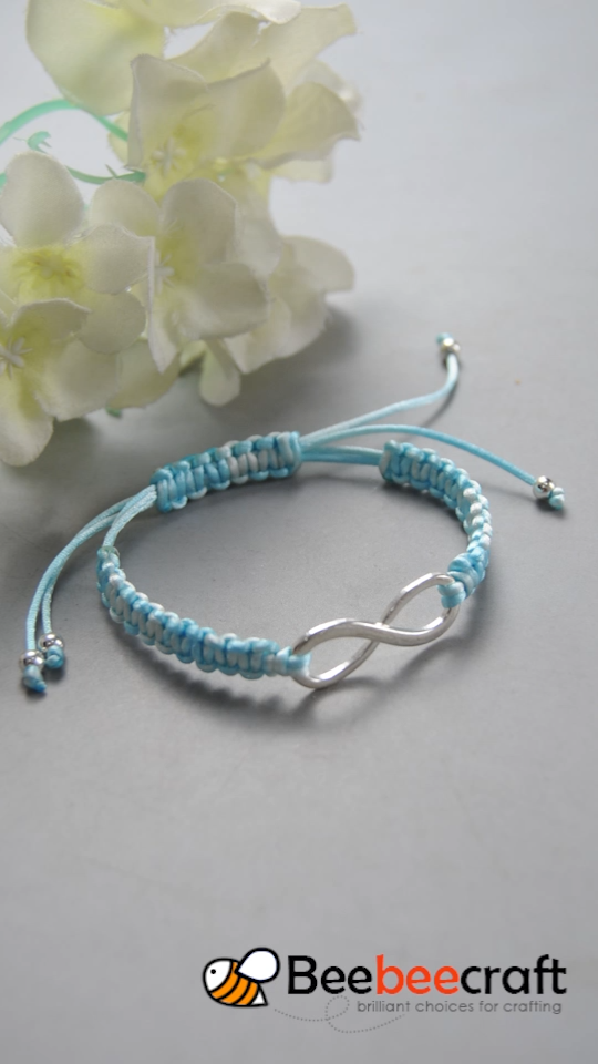 tutorial on making braided with blue and white thread