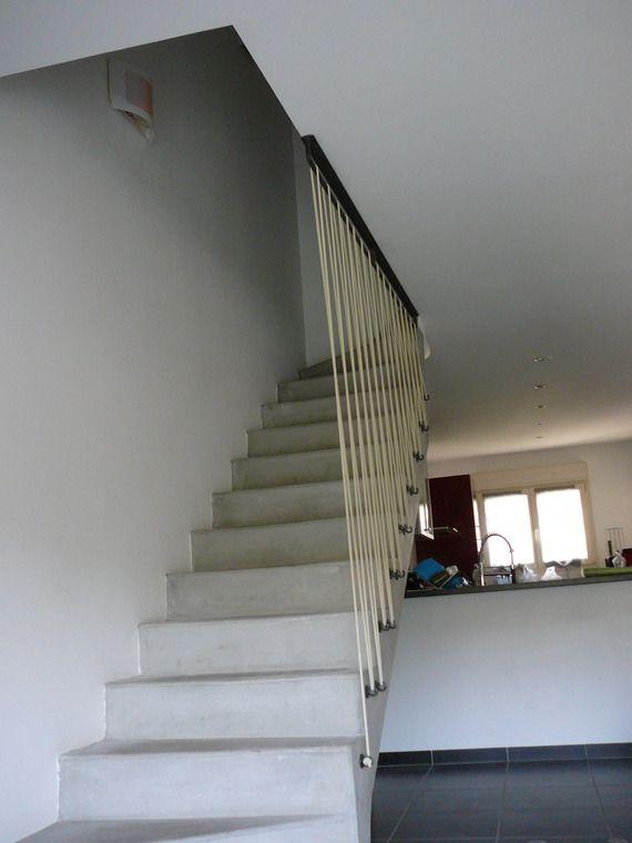 Sécurisation d\u0027un escalier en béton avec sandows couleur ivoire