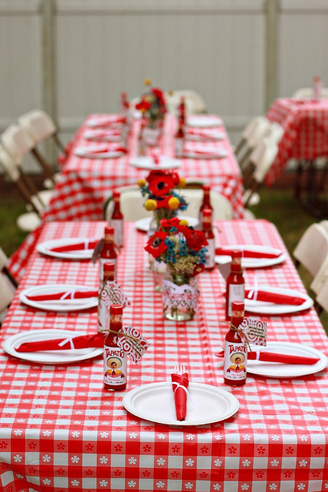 Bbq wedding ideas creative ideas backyard bbq wedding for Baby shower bbq decoration ideas