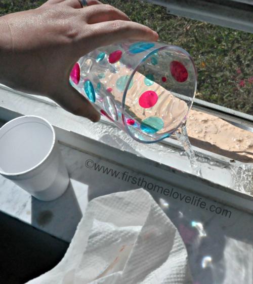 Aprende a limpiar los carriles de las ventanas con este - Truco limpiar cristales ...